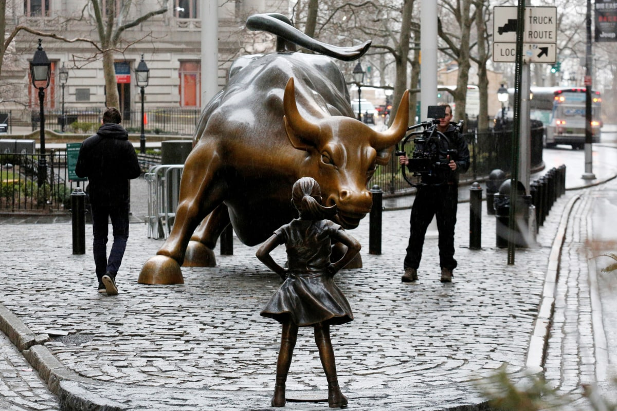Wall Street Bull Art little girl statue stands up to iconic wall street bull (and