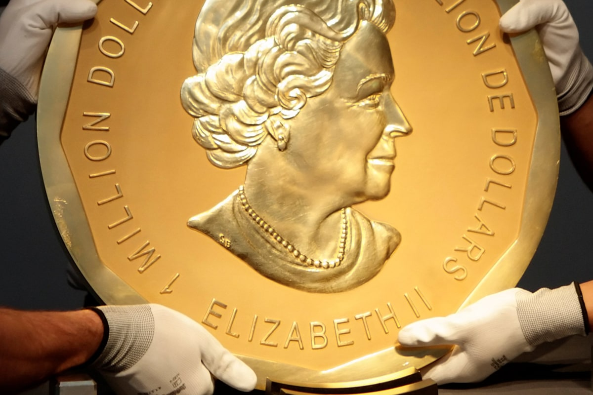 Big Maple Leaf Gold Coin Stolen From Berlin S Bode