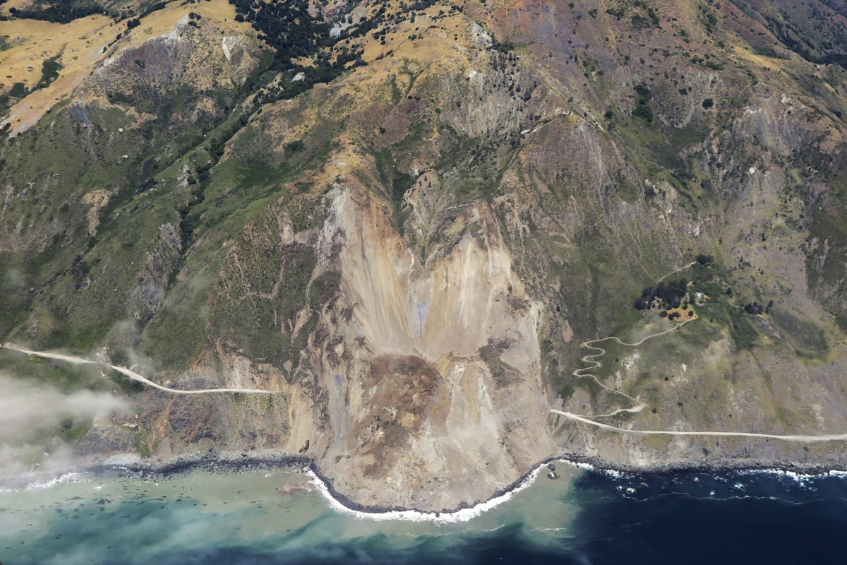 Image:A massive landslide along California's coastal Highway