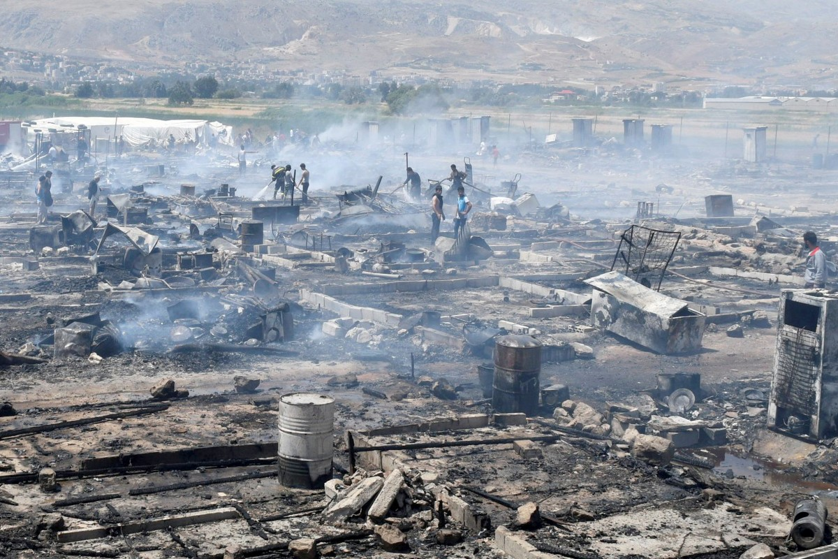 In Lebanon, the fire destroyed the camp of Syrian refugees