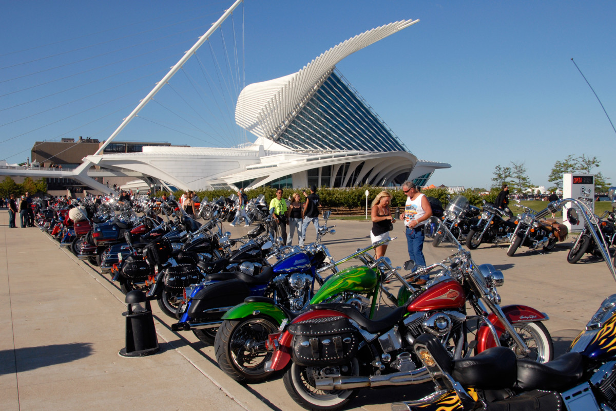 thousands roar into milwaukee for 110th harley davidson anniversary party nbc news. Black Bedroom Furniture Sets. Home Design Ideas