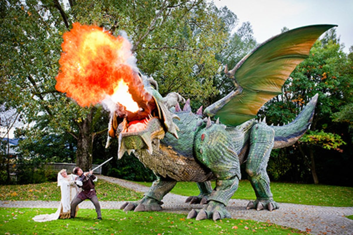 Real Fire Dragon: World's Largest Walking Robot Is A Fire-breathing Dragon
