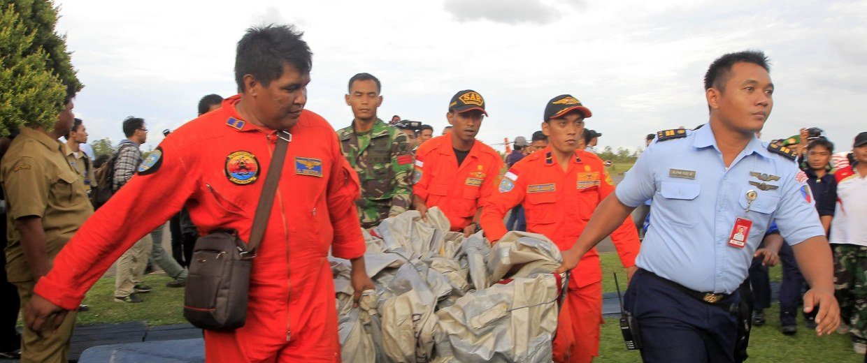 Image: Search resumes for missing plane in Indonesia