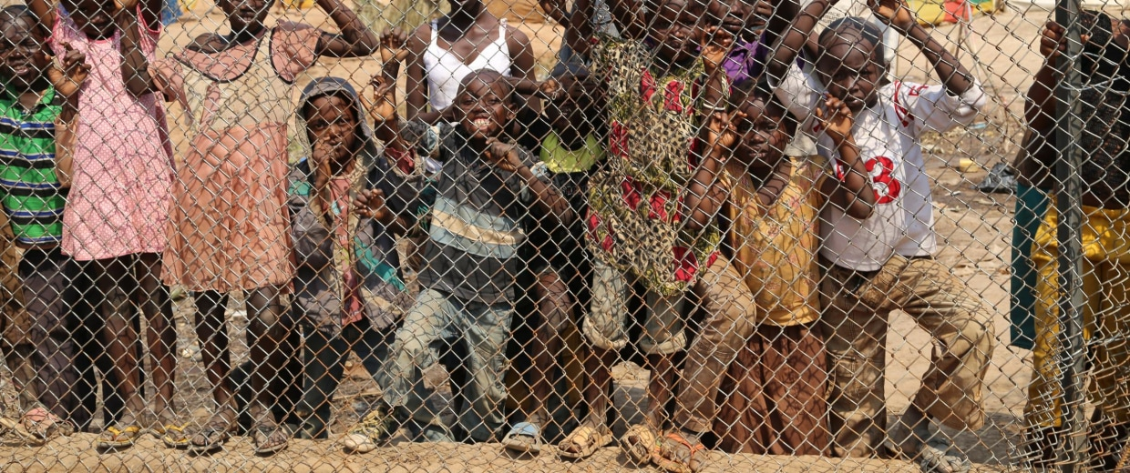 Image: Photo of kids against a fence  at the airport in Central African Republic