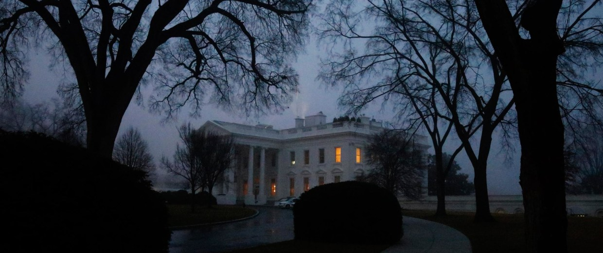 Image: Fog shrouds the North Lawn of the White House