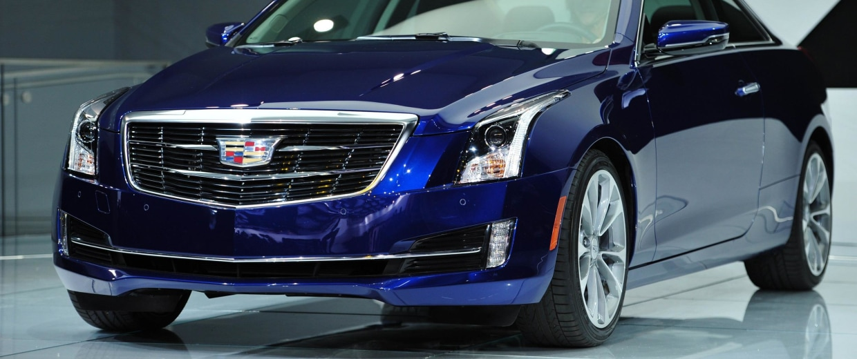 Automakers are offering more high-tech features to lure buyers into showrooms.