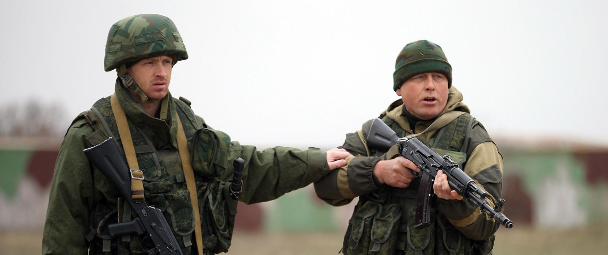 Image: A soldier under Russian command restrains a colleague after