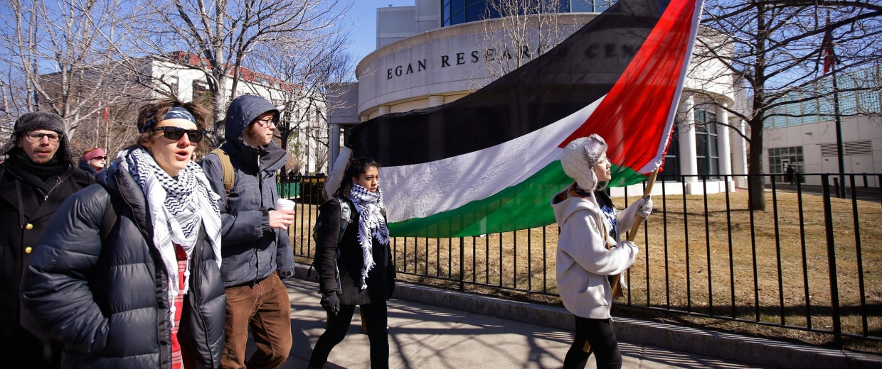 Image:Students and supporters march across campus during a protest in support of Palestinians