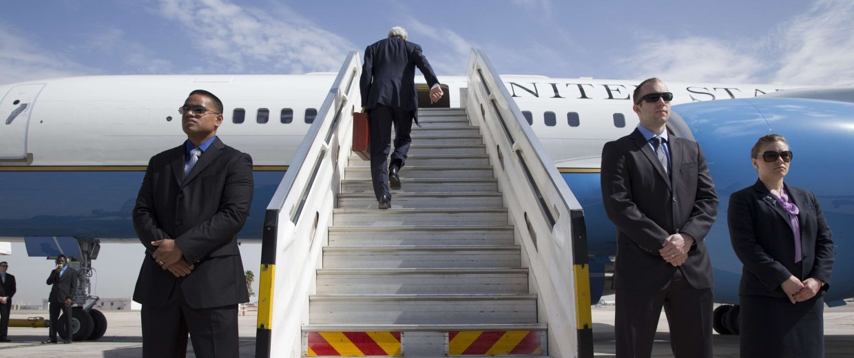 Image: US Secretary of State John Kerry boards a plane