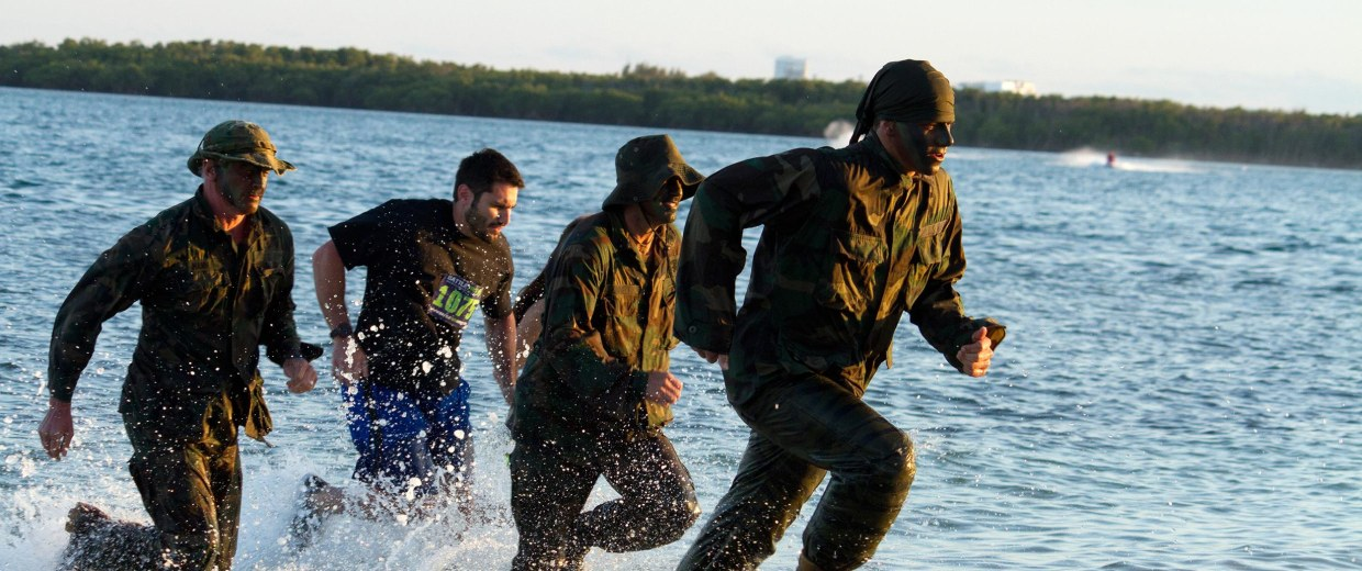 Image: Military service members, former and current, and civilians compete in a BattleFrog challenge