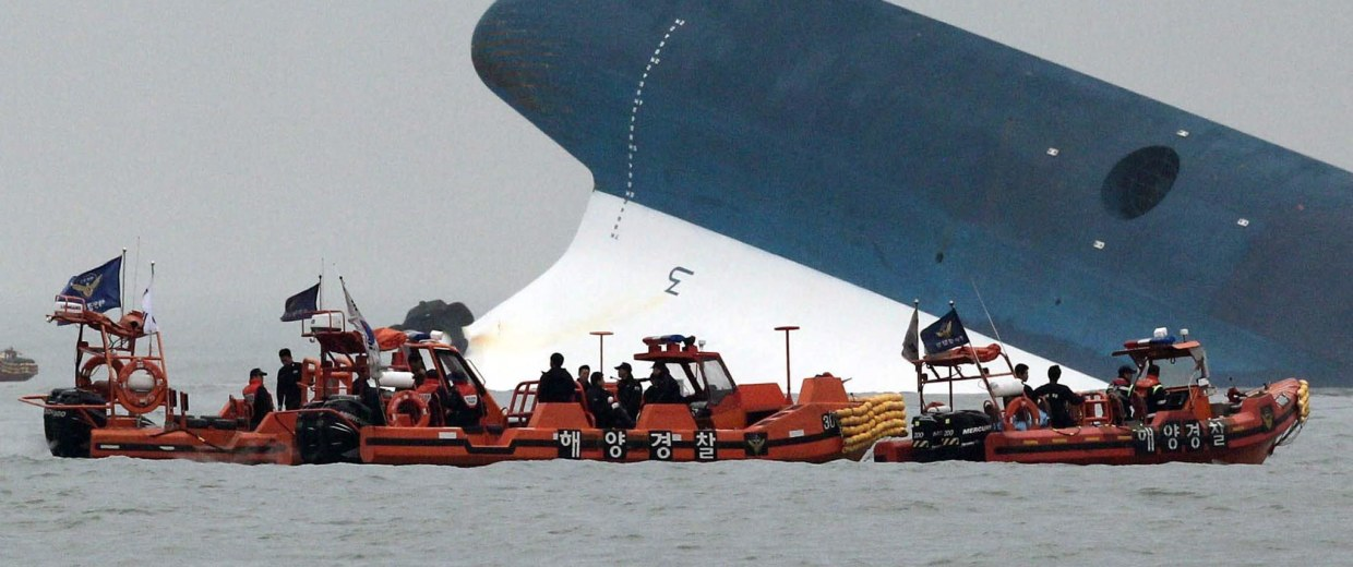 Image: Ferry sinking off South Korea with 450 people on board