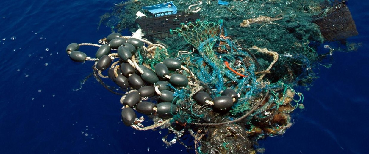 Image: A patch of garbage in the Pacific Ocean