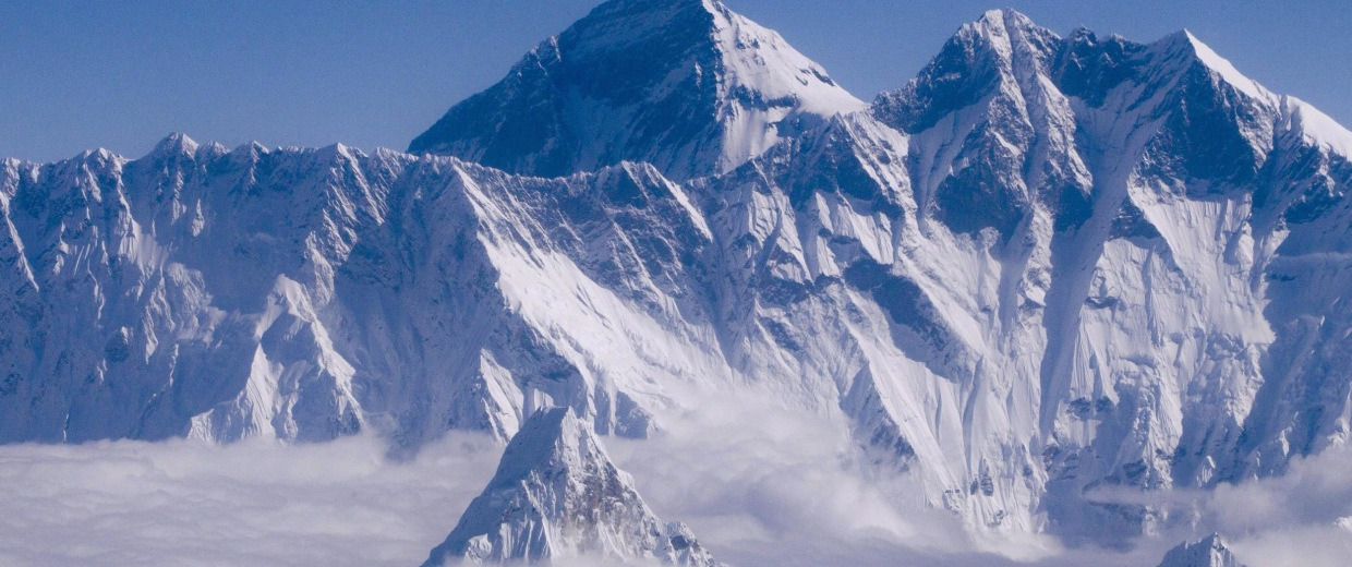 Image: 12 killed, four missing in Everest avalanche
