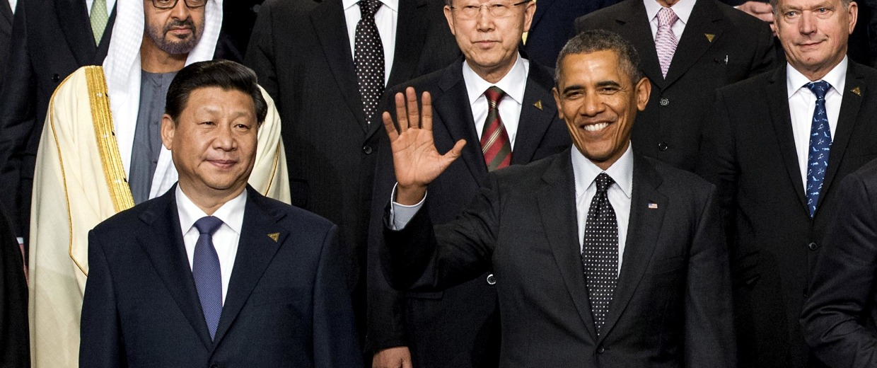 Image: President Barack Obama poses for a group photo with China's President Xi Jinping