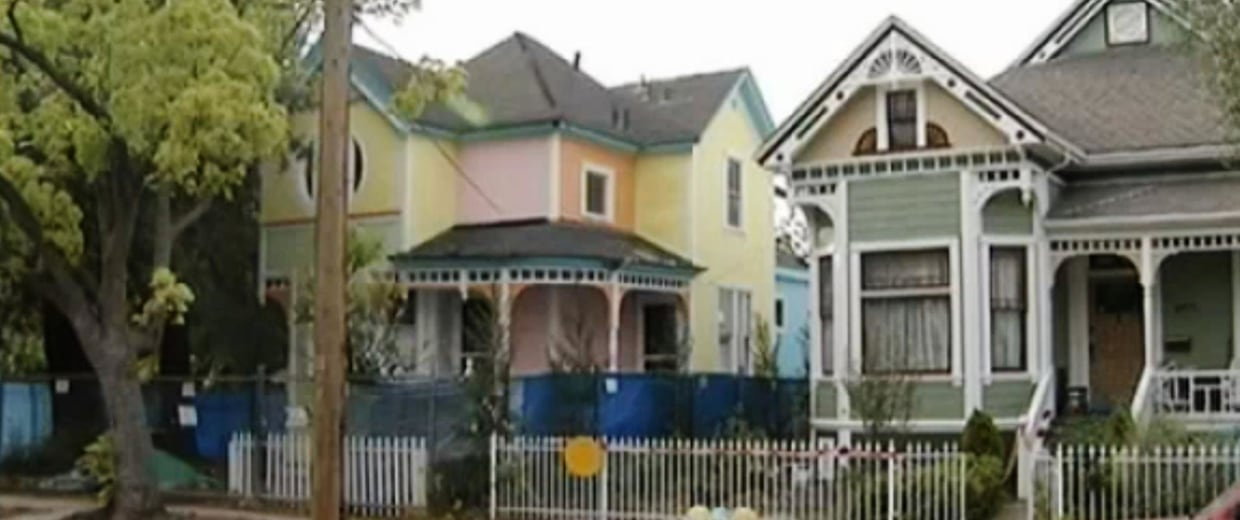 """Image: A house was remodeled to look like the home from """"Up"""""""