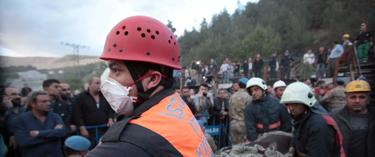 Image: Rescue workers carry the dead body of a miner
