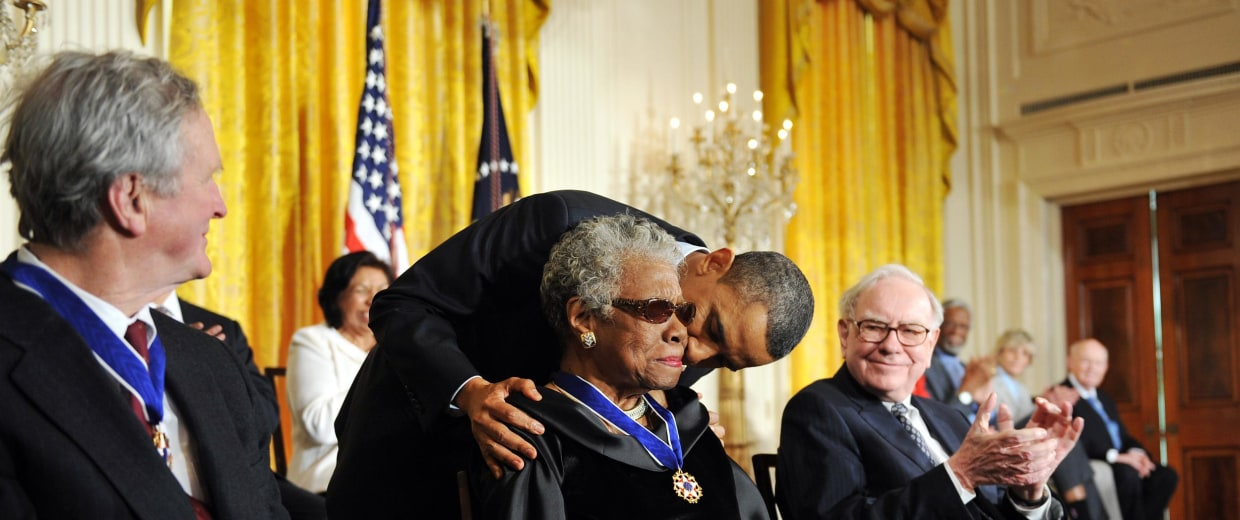 Image: US President Barack Obama (C) kisses Dr. Maya Angelou