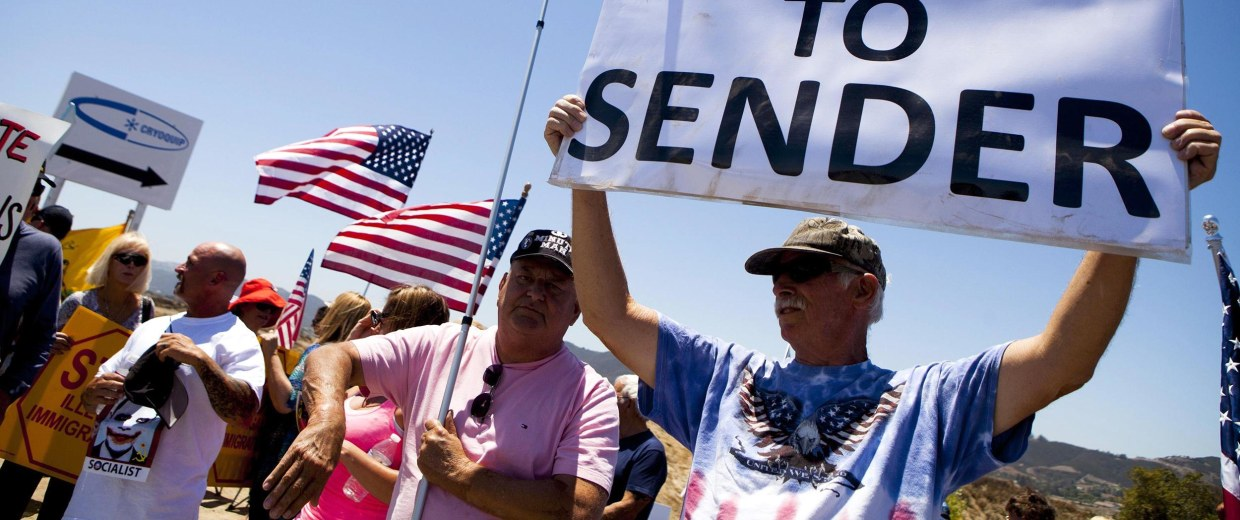 Image: Demonstrators picket against the possible arrivals of undocumented migrants who may be processed at the Murrieta Border Patrol Station in California