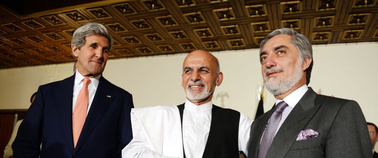 Image: Kerry looks at Afghan presidential candidates Ashraf Ghani and Abdullah Abdullah