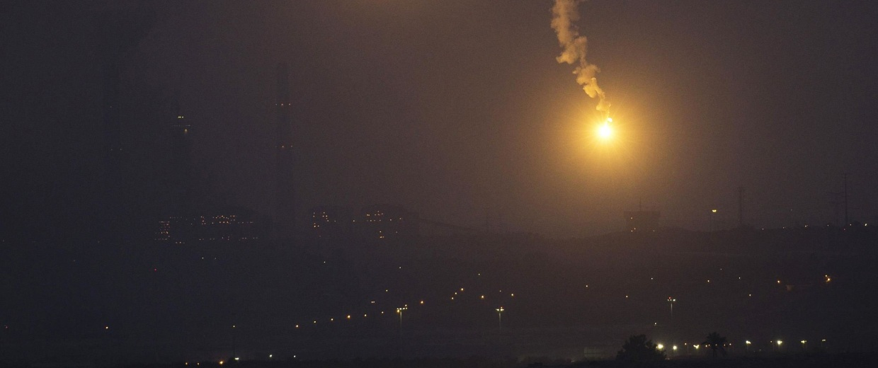 Image: Flares fired by the Israeli military are seen above the northern Gaza Strip, after a five-hour humanitarian truce