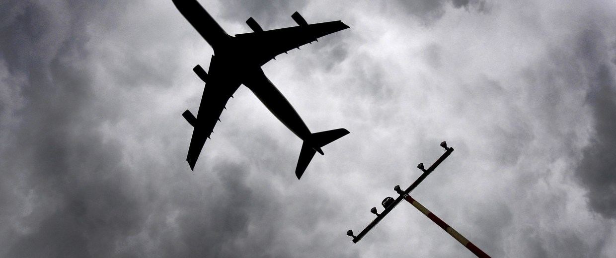 Image: A plane takes off at the Duesseldorf airport.