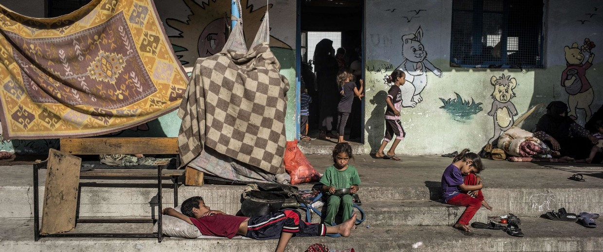 Image: Displaced Palestinian children at a United Nations school in Jabalia i