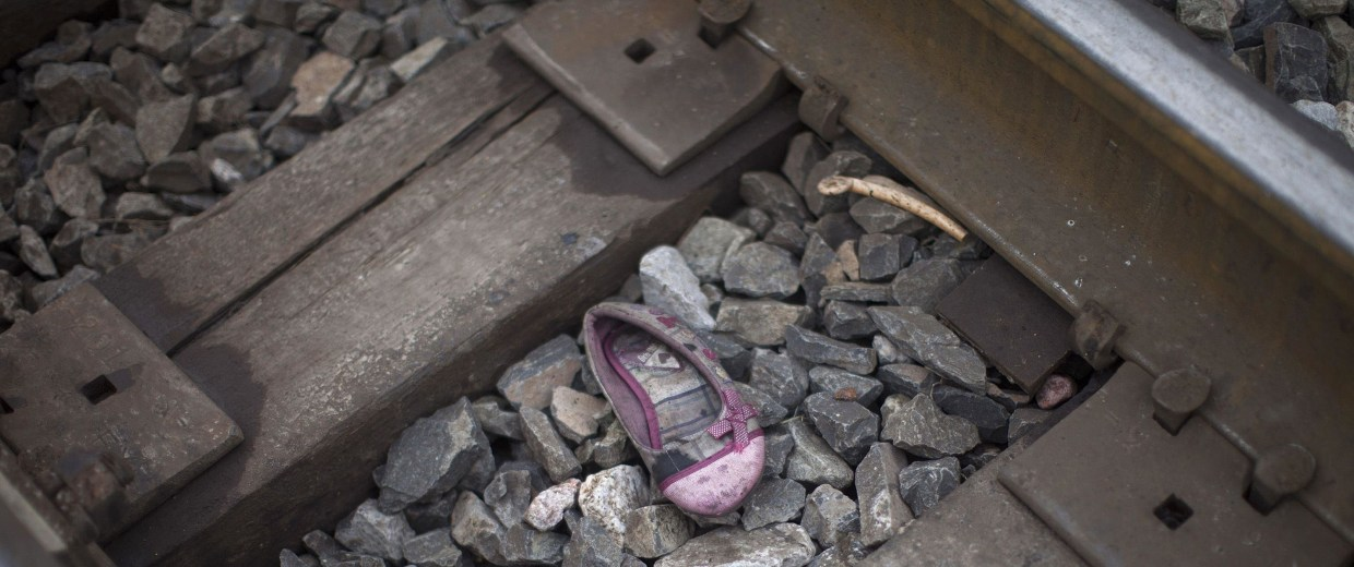 Image: A child's shoe is seen in the railway tracks in Atitalaquia, outskirts of Mexico City