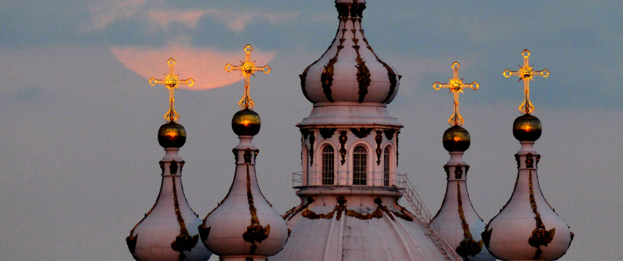 Image: Supermoon over St. Petersburg