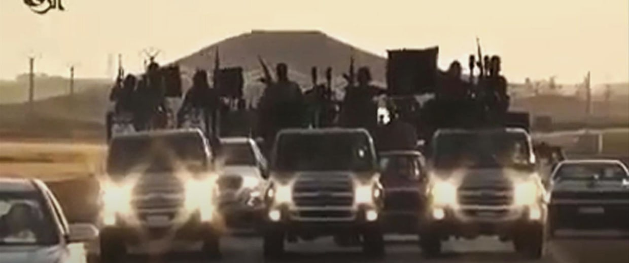 Image: ISIS recruits ride in armed trucks
