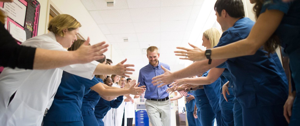 Image: Image: Dr. Kent Brantly, the Samaritan's Purse doctor who contracted Ebola while treating patients at ELWA Hospital in Liberia, was released from Emory University Hospital