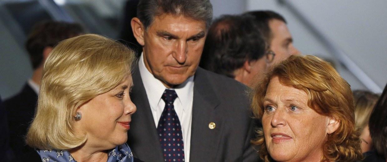 Image: Senator Mary Landrieu holds a news conference with fellow committee members Senator Joe Manchin and Senator Heidi Heitkamp on the Keystone XL pipeline in Washington