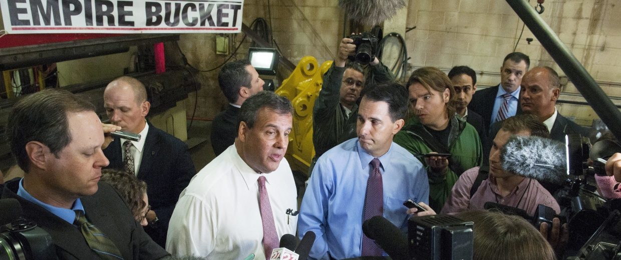 Image: Scott Walker Campaigns In Wisconsin With Chris Christie