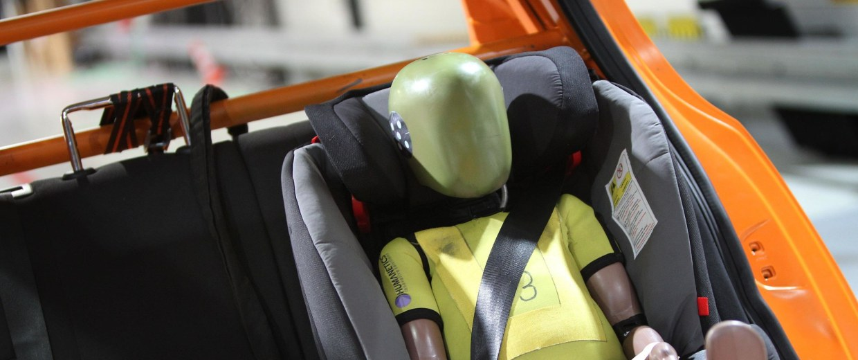 A new series of crash tests by the Insurance Institute for Highway Safety (IIHS) revealed troubling results for minivans.