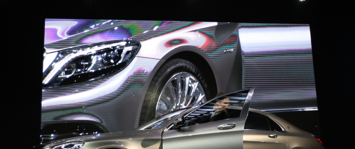 Image: Los Angeles Hosts Annual Auto Show