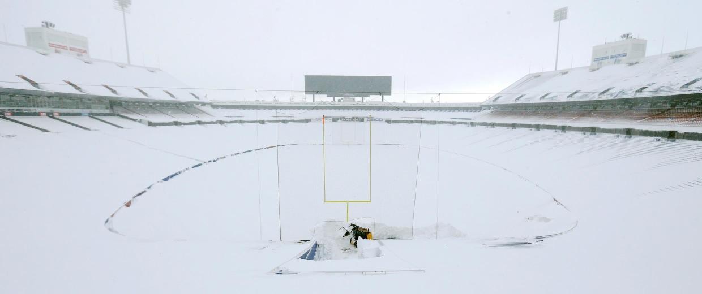 Image: NFL: Buffalo Bills-Winter Storm Scenes