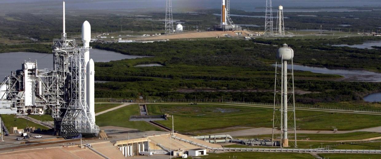 Image: Falcon Heavy and SLS