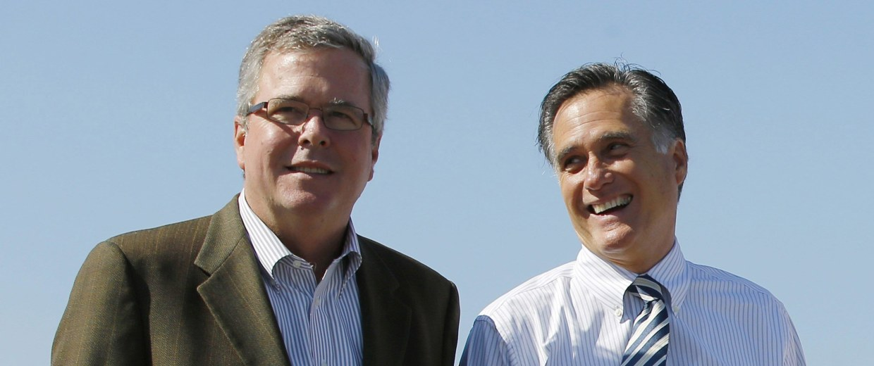 Image: Republican presidential nominee Romney and former Florida Governor Bush pose for a photograph together after a campaign rally in Tampa