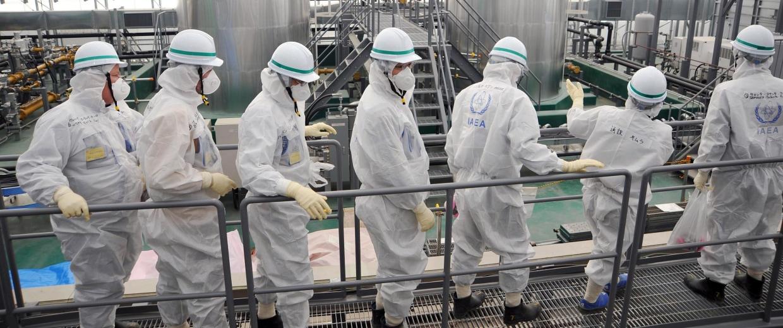 Image: IAEA mission team members inspecting TEPCO's Fukushima Daiichi Nuclear Power Station