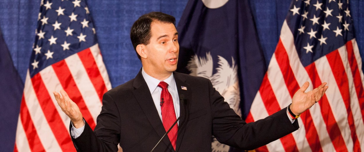 Image: Wisconsin Governor Walker speaks to supporters during a lunch in Columbia