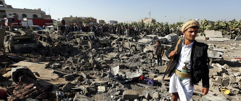 Image: Saudi Arabia leads strikes on Houthi rebels in Yemen