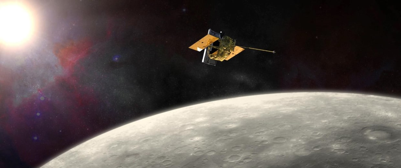 Image: Messenger spacecraft flying around the planet Mercury