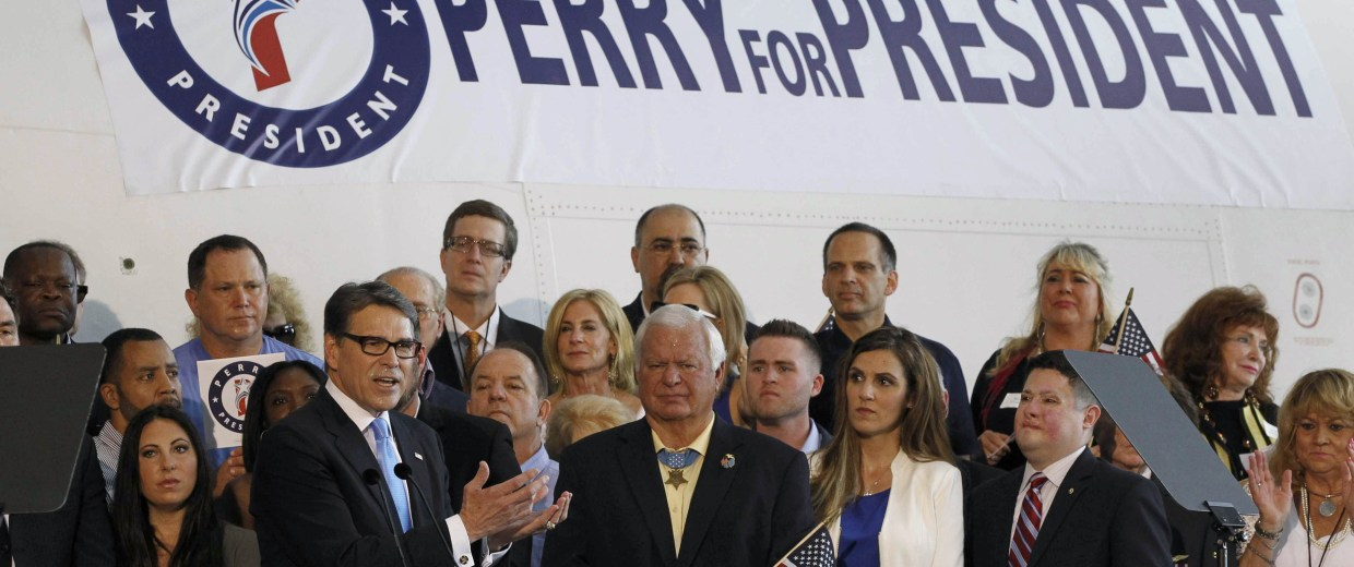 Image: Republican presidential candidate Perry  formally announces candidacy for president in Addison, Texas