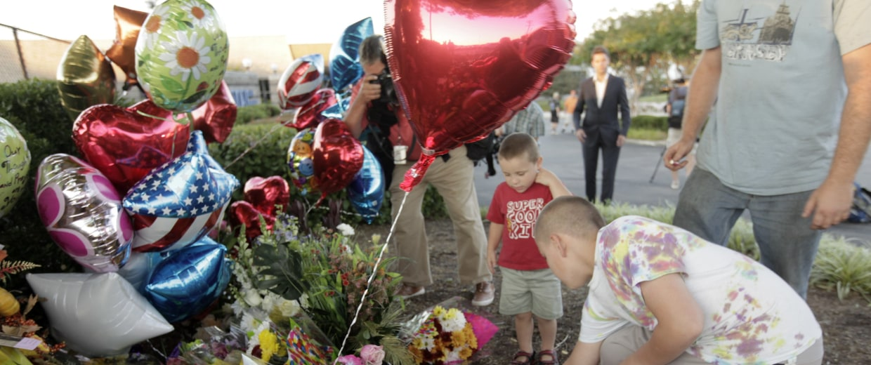 Image: Memorial for slain journalists Alison Park and Adam Ward