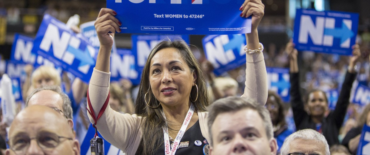 Image: Democratic Candidates Attend New Hampshire Democratic Party Convention