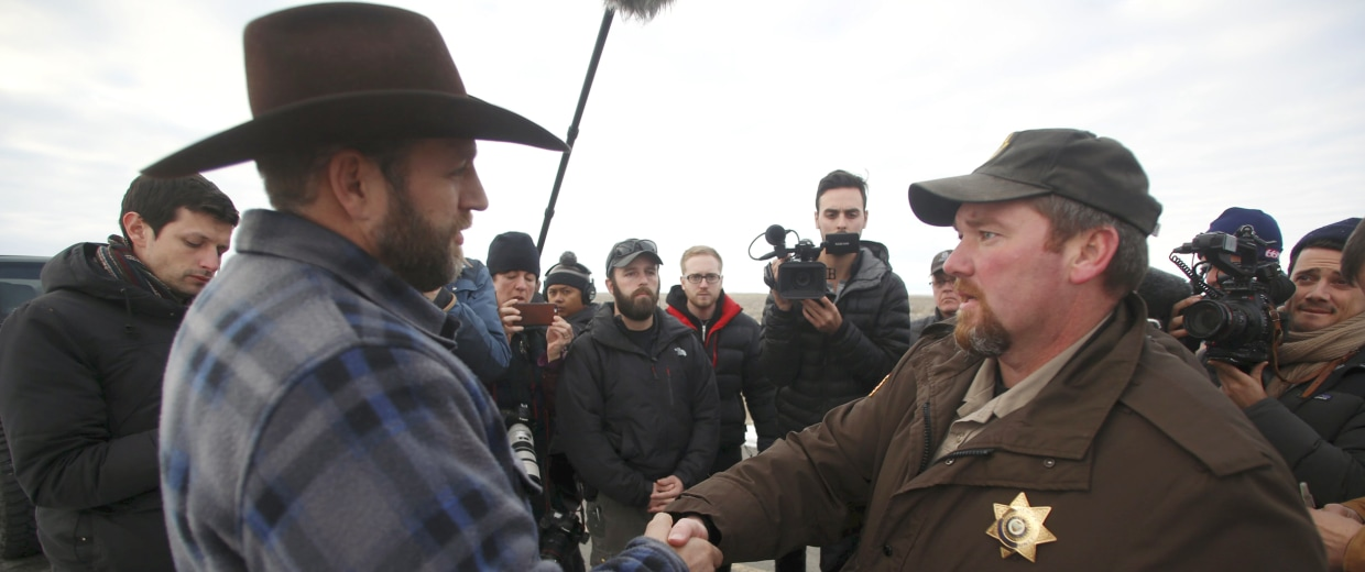 Image: Ammon Bundy meets with Harney County Sheriff David Ward along a road south of the Malheur National Wildlife Refuge near Burns, Oregon