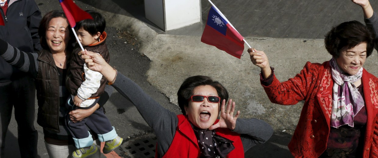Image: Supporters of Taiwan's ruling Nationalist Party, or Kuomintang (KMT), chairman and presidential candidate Eric Chu shout slogans during a rally ahead of Taiwan's election on January 16, in Yuanlin City, Changhua County