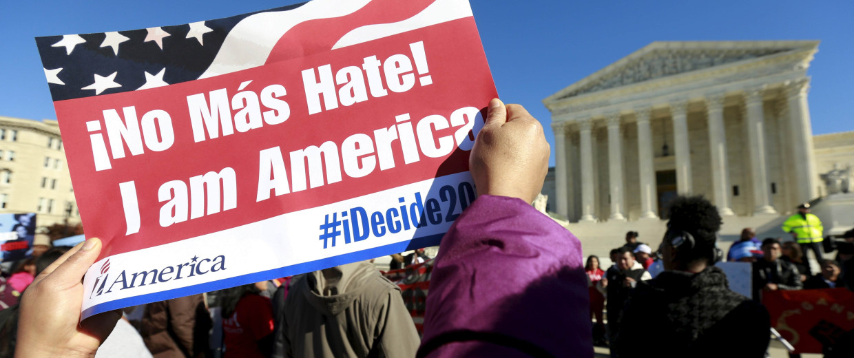 Image: File photo of  immigrants and community leaders rallying in front of the U.S. Supreme Court to mark the one-year anniversary of President Barack Obama's executive orders on immigration in Washington