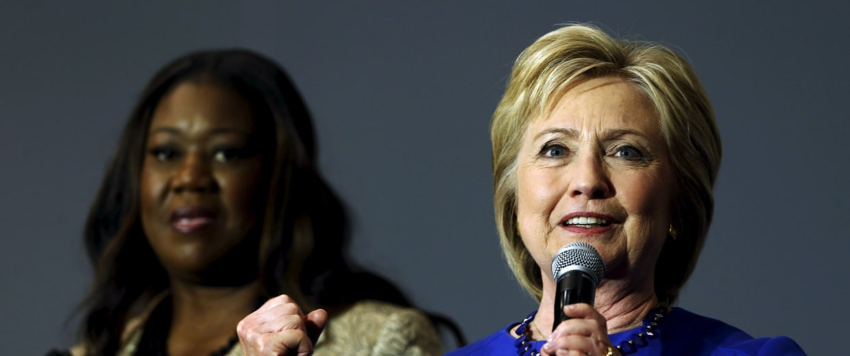 Image: Clinton gives remarks after being endorsed by Fulton and other families of gun violence victims during a town hall meeting at Central Baptist Church in Columbia, South Carolina