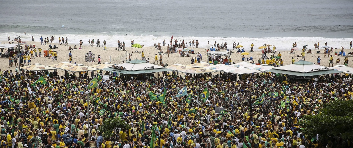 Image: Protest against the Government of Rousseff in Copacabana