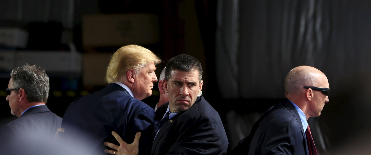 Image: Secret Service agents surround U.S. Republican presidential candidate Donald Trump during a disturbance as he speaks at Dayton International Airport in Dayton